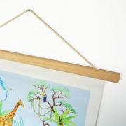 """Détail affiche """"jungle"""" suspension baguette bois naturel"""
